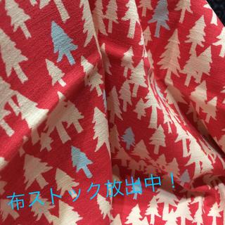 【コットンブッチャー 北欧風ピンクの森林】(生地/糸)