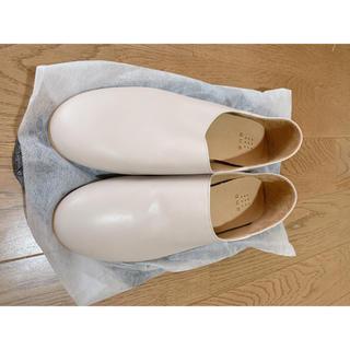 que Mサイズ ライトグレー アイボリー(ローファー/革靴)
