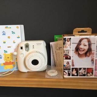 フジフイルム(富士フイルム)の『チェキ』Instagram mini 8 FUJIFILM【ホワイト】(フィルムカメラ)