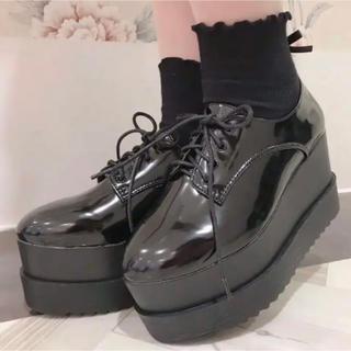 エブリン(evelyn)のevelyn 厚底 エナメル ローファー(ローファー/革靴)