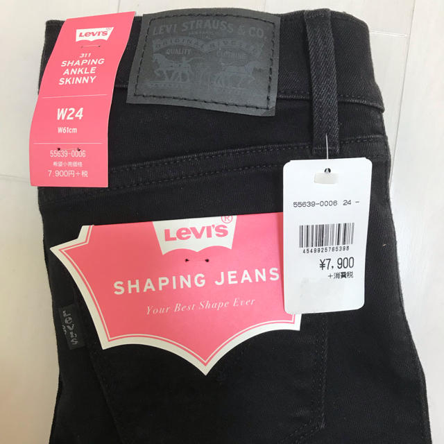 Levi's(リーバイス)の9月限定値下げ!新品未使用Levi's shaping ankle skinny レディースのパンツ(スキニーパンツ)の商品写真