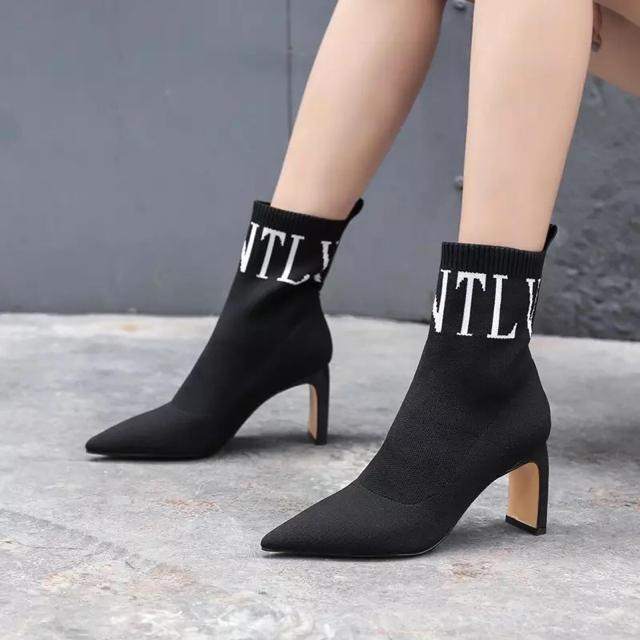 ZARA(ザラ)のソックスブーツ ブラック ヒール7.5cm VLTN(ノーブランド) レディースの靴/シューズ(ブーツ)の商品写真