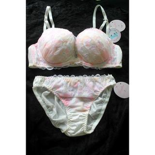 新品♥ホワイト パステル ハート刺繍 ブラ&ショーツセット D75 盛り 白(ブラ&ショーツセット)