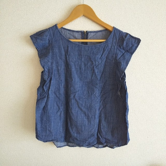 GU(ジーユー)のGU 袖フリルデニムブラウス M レディースのトップス(シャツ/ブラウス(半袖/袖なし))の商品写真