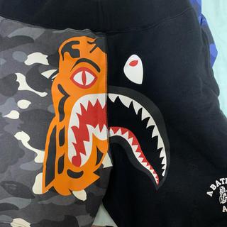 A BATHING APE - bape city camo shark