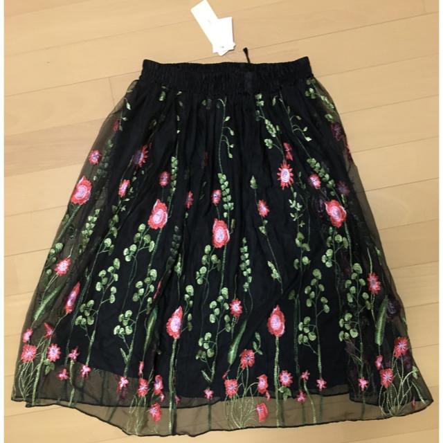 しまむら(シマムラ)の新品タグ付き♡エンブロイダリー スカート 刺繍 花柄 フラワー ブラック レディースのスカート(ひざ丈スカート)の商品写真