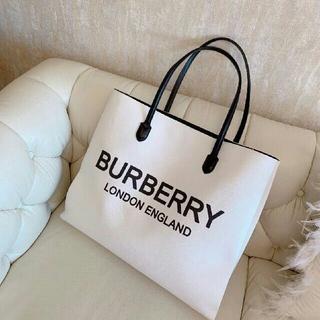 BURBERRY - トートバッグ k