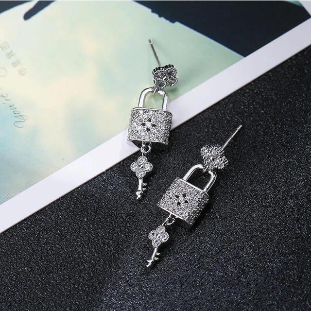 Chesty(チェスティ)の南京錠ピアス No.966 レディースのアクセサリー(ピアス)の商品写真