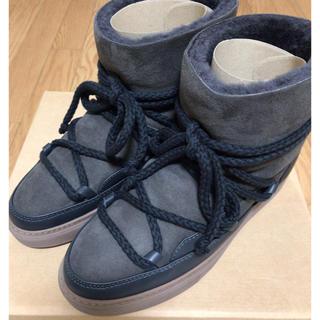 アパルトモンドゥーズィエムクラス(L'Appartement DEUXIEME CLASSE)の新品タグ付き イヌイキINUIKII ムートンスニーカーブーツ ② 24.5cm(ブーツ)