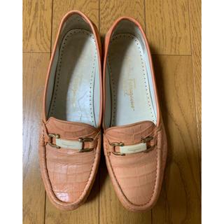 サルヴァトーレフェラガモ(Salvatore Ferragamo)の【フェラガモ 】レディース シューズ 7C(ローファー/革靴)