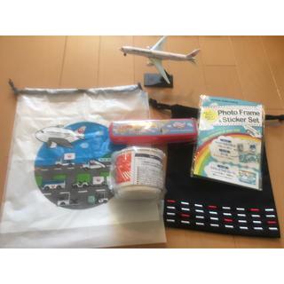 ジャル(ニホンコウクウ)(JAL(日本航空))の【非売品】【JAL】子供用ノベルティー スプーン、フォーク、カップ、模型(弁当用品)