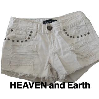 ヘブンアンドアース(HEAVEN and Earth)のデニムショートパンツ ホワイト インディゴ染め(ショートパンツ)