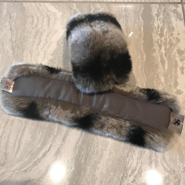 FOXEY(フォクシー)の未使用チンチラ風カフス レディースのファッション小物(その他)の商品写真