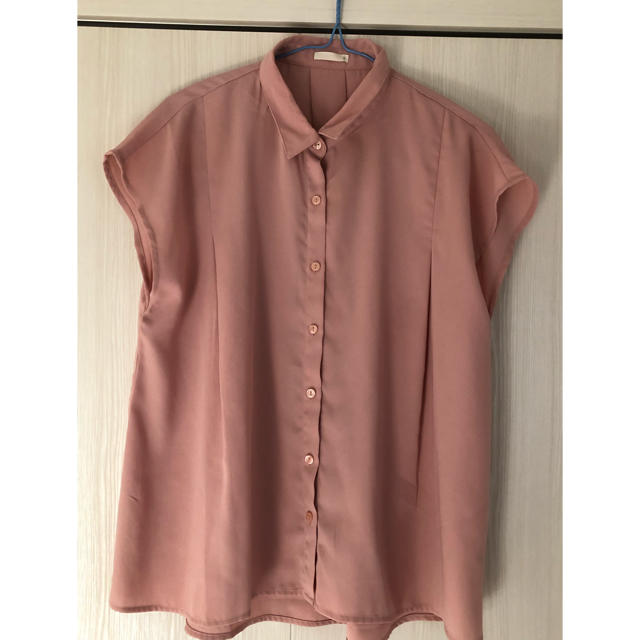 GU(ジーユー)のブラウス レディースのトップス(シャツ/ブラウス(半袖/袖なし))の商品写真