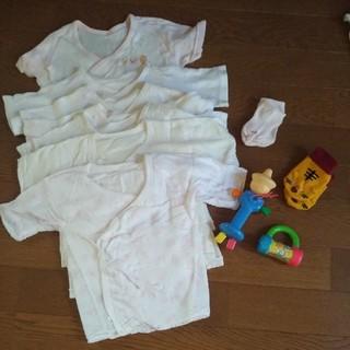 ニシマツヤ(西松屋)の短肌着7枚 新生児用靴下2枚 知育玩具2個 なめられ太郎などセット販売(肌着/下着)