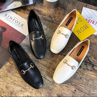 ブラック ホワイト ローファー パンプス フラットシューズ(ローファー/革靴)