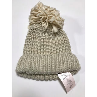 メゾンドリーファー(Maison de Reefur)の新品未使用タグ付 メゾンドリーファー ポンポン付きニット帽 ホワイト 梨花(ニット帽/ビーニー)