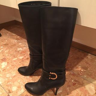 サルヴァトーレフェラガモ(Salvatore Ferragamo)のロングブーツ 黒(ブーツ)