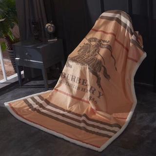 BURBERRY - BURBERRY 水晶の絨の羊毛は毛布をかぶせます