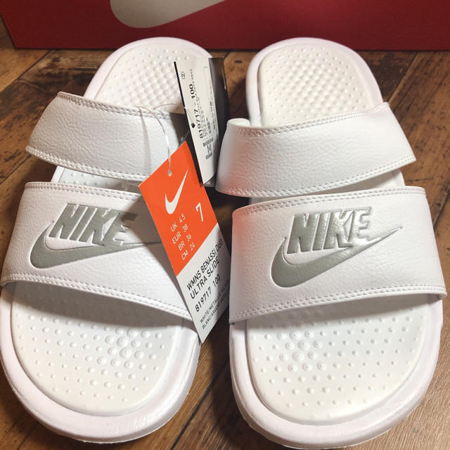 NIKE(ナイキ)の新品 NIKE ナイキ ベナッシ ジュオ  サンダル ホワイト レディースの靴/シューズ(サンダル)の商品写真