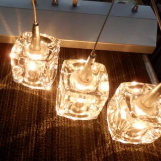 ペンダントライト 3灯 ガラスキューブ ハロゲン(天井照明)