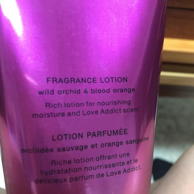 Victoria's Secret(ヴィクトリアズシークレット)のVICTORA'S SECRET ボディーローション&クリーム コスメ/美容のボディケア(ボディクリーム)の商品写真
