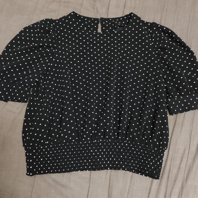 GU(ジーユー)のドットブラウス レディースのトップス(シャツ/ブラウス(半袖/袖なし))の商品写真