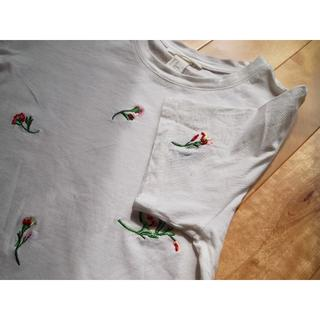 エイチアンドエム(H&M)のH&M フラワービーズ刺繍Tシャツ(Tシャツ(半袖/袖なし))
