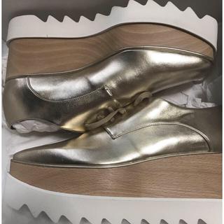 ステラマッカートニー(Stella McCartney)のステラマッカートニーエリスシューズ パールゴールド 37+(ローファー/革靴)