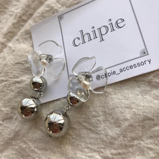 カスタネ(Kastane)の再∞販 clear flower × silver pierce(ピアス)