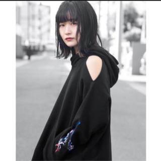 マメ(mame)のmame kurogouchi刺繍パーカースウェットマメブラックオーバーサイズ(トレーナー/スウェット)