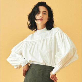 TOMORROWLAND - 今期新作トゥモローランドコットンサテンギャザースリーブシャツ未使用