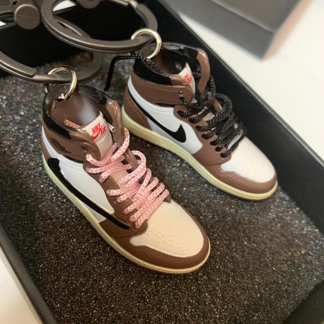 NIKE(ナイキ)のAJ1 Air Jordan 1 TravisScott キーホルダー  セット メンズの靴/シューズ(スニーカー)の商品写真
