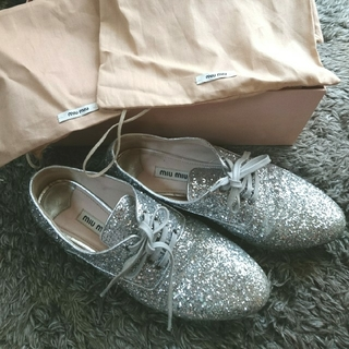 ミュウミュウ(miumiu)のmiumiu☆ビジュー付きグリッターレースアップシューズ(ローファー/革靴)