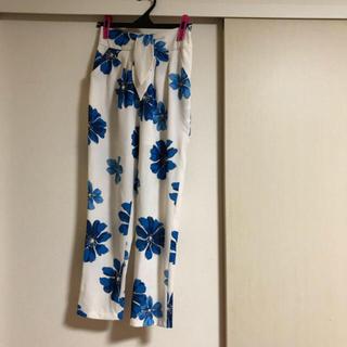 リズリサ(LIZ LISA)のリズリサ LIZLISA 水彩画風 花柄 パンツ。(カジュアルパンツ)