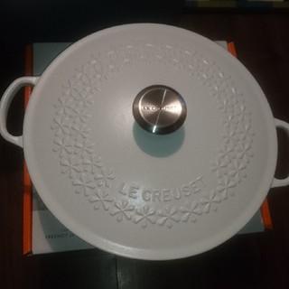 ルクルーゼ(LE CREUSET)のル・クルーゼ フラワーレリーフマルミット 28cm(鍋/フライパン)