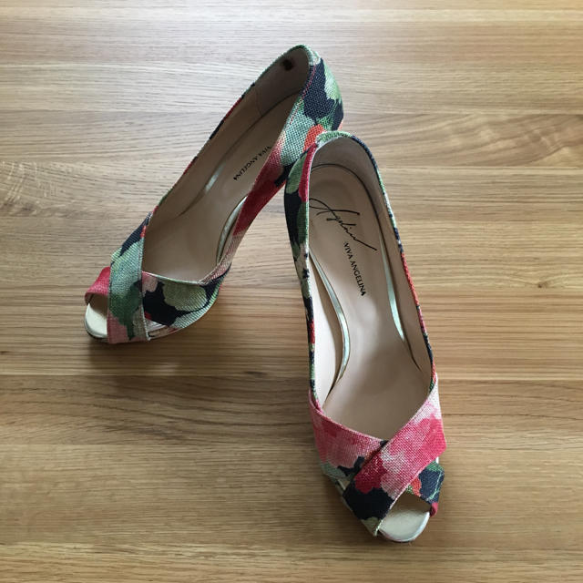 VIVA ANGELINA(ビバアンジェリーナ)のビバアンジェリーナ VIVAANGELINA  花柄 オープントゥパンプス 24 レディースの靴/シューズ(ハイヒール/パンプス)の商品写真