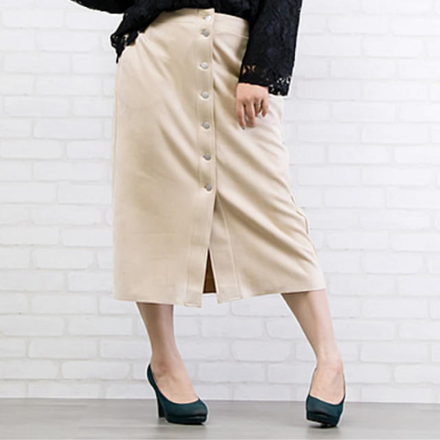 clette(クレット)の大きいサイズフロントボタンスエードタイトスカート レディースのスカート(ひざ丈スカート)の商品写真