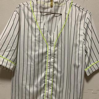 エイチアンドエム(H&M)のシャツ(Tシャツ(半袖/袖なし))