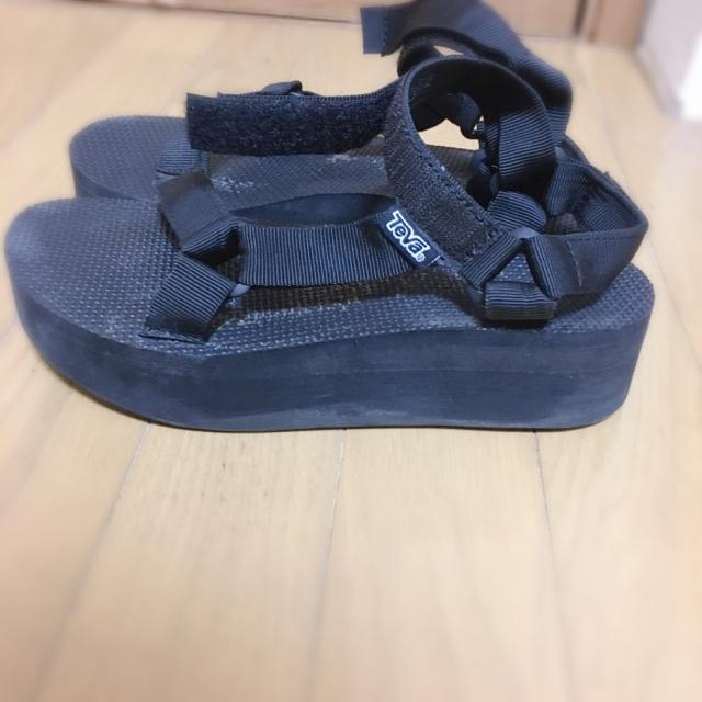 Teva(テバ)の厚底 teva 正規品 黒 25cm 処分予定の為値下げ レディースの靴/シューズ(サンダル)の商品写真