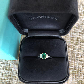 Tiffany & Co. - ティファニー    プラチナ エメラルド ダイヤリング  9号  美品