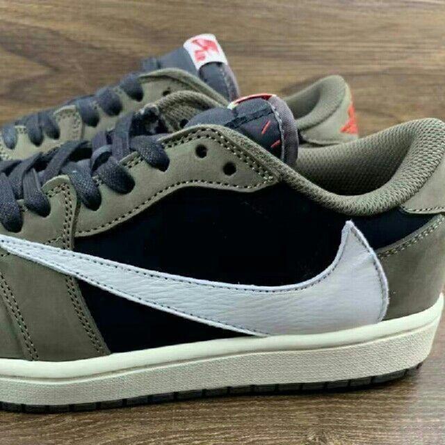 NIKE(ナイキ)の27cm NIKE AIR JORDAN1 low travis scott メンズの靴/シューズ(スニーカー)の商品写真