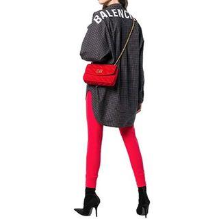 バレンシアガ(Balenciaga)の18年物 新品 BALENCIAGA ニュー スウィングシャツ バックロゴ(シャツ/ブラウス(長袖/七分))