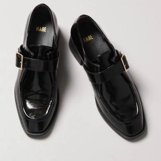 ハレ(HARE)のHARE 2wayファーベルトシューズ(ローファー/革靴)