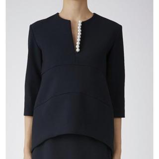 BARNEYS NEW YORK - ヨーコチャン  パールトップス 新品 紺 公式ウェブサイトで完売