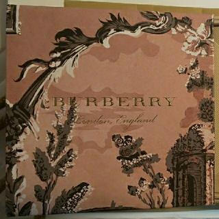 BURBERRY - BURBERRY RUNWAY NAILS