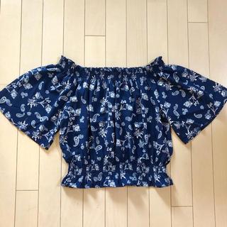 ジーユー(GU)のGU ジーユー ペイズリーオフショルダーブラウス ネイビー 紺色 S(シャツ/ブラウス(半袖/袖なし))