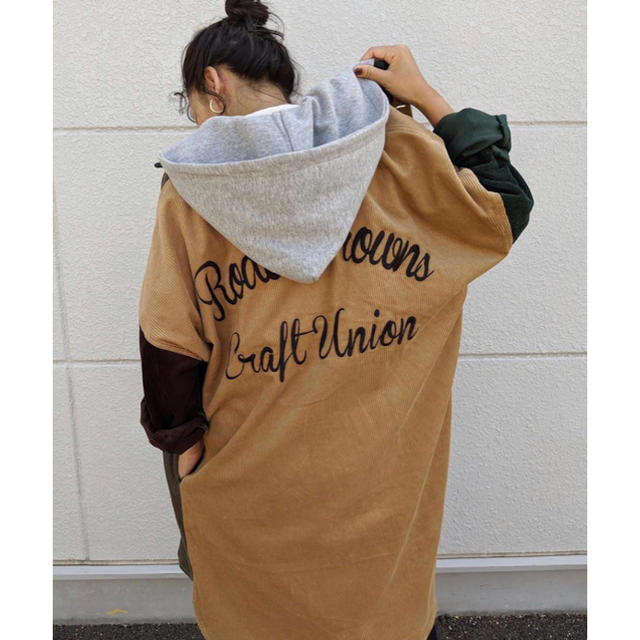 RODEO CROWNS WIDE BOWL(ロデオクラウンズワイドボウル)のロデオ★ バックロゴ コーデュロイ オーバーシャツ レディースのトップス(シャツ/ブラウス(長袖/七分))の商品写真