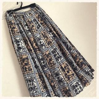 レイカズン(RayCassin)のレイカズン 美品パネル柄プリーツスカート(ロングスカート)