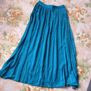 ジーユー(GU)のロング スカート ブルーグリーン グリーン ターコイズ 深緑 青緑 オシャレ 艶(ロングスカート)